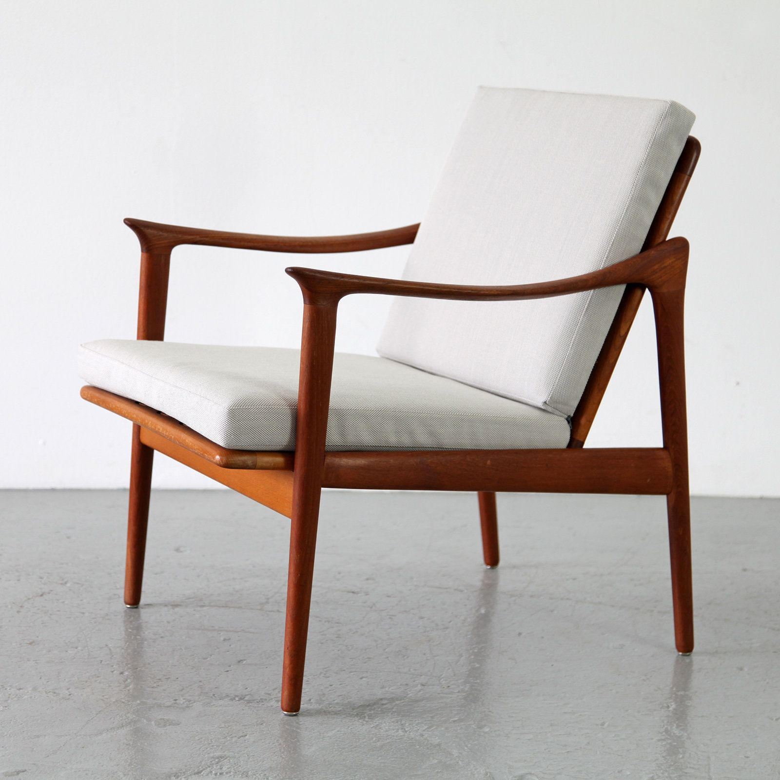 Fredrik a kayser 563 teak armchair for vatne for Klassische skandinavische mobel