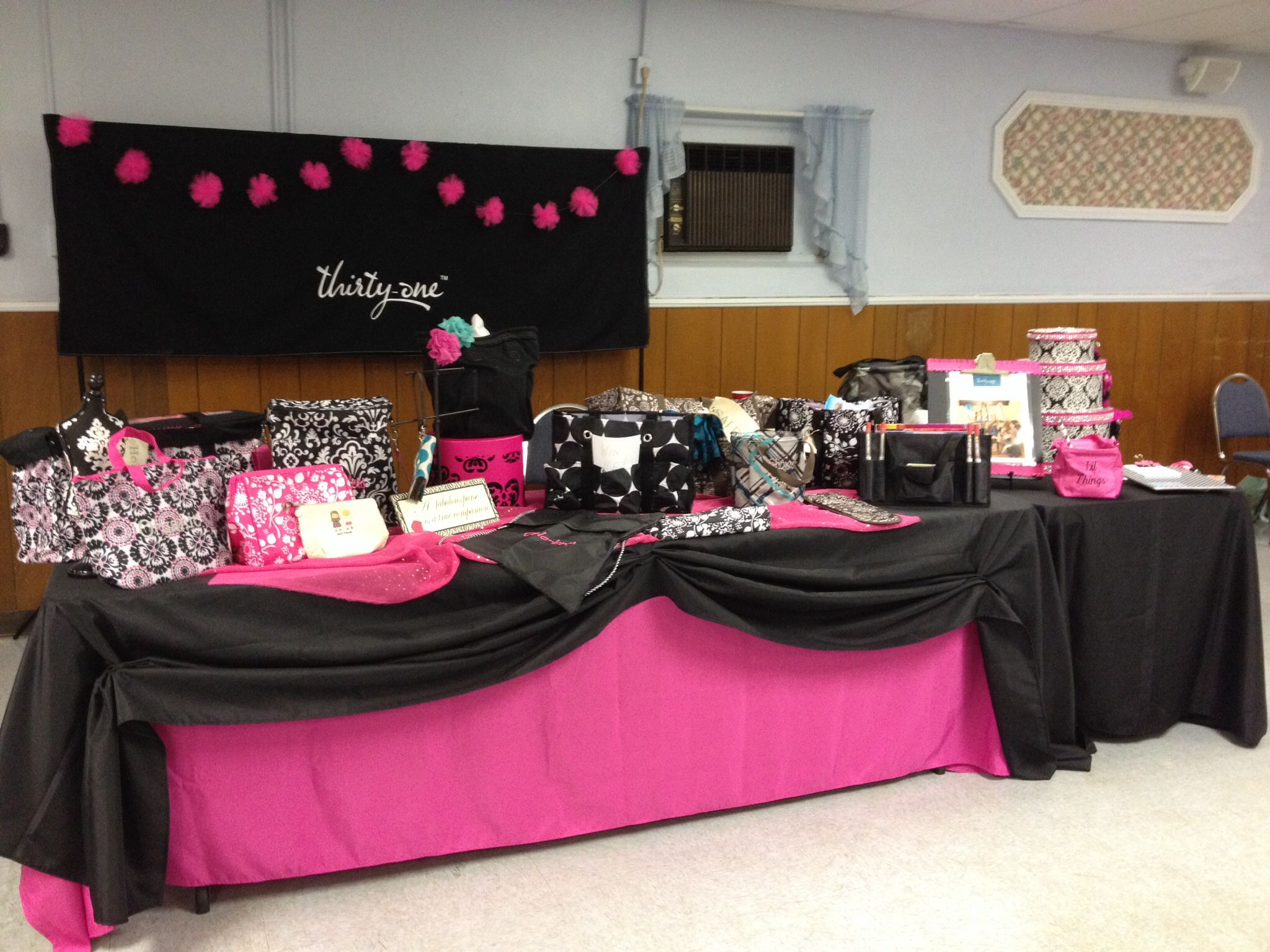 Table Display Ideas best 25 boutique displays ideas on pinterest My Thirty One Table Display Debbye Crider