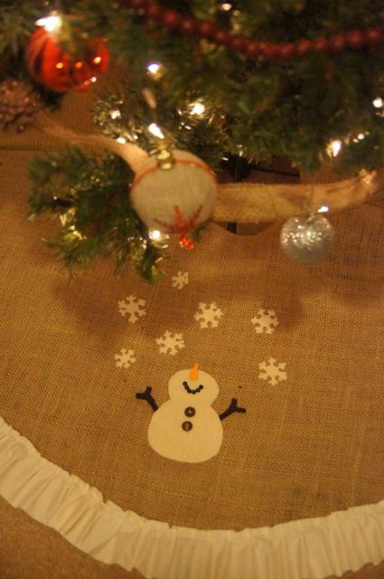 Snowman Applique Chistmas tree skirt Love the snowman looking up