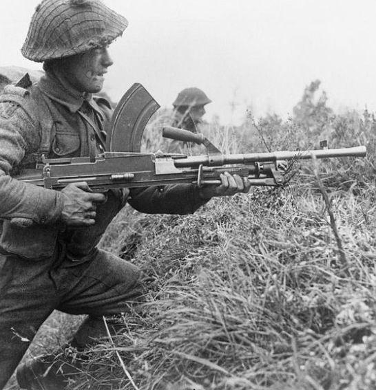 ww2 british soldier with bren lmg guns pinterest