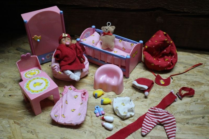 Set Mini Baby Born Mit Viel Zubehor Bett Schrank Kleidung