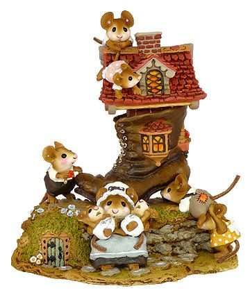 Little Mice Who Lived In A Shoe M-189