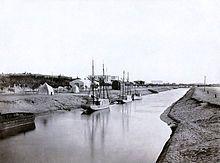 "Wikipedia contributors, ""Suez Canal,"" Wikipedia, The Free Encyclopedia, [http://en.wikipedia.org/wiki/Suez_Canal] (accessed November 2, 2012) | The Suez Canal at Ismailia, c. 1860. The Ismailia segment was completed in November 1862 | #exposuezupm"