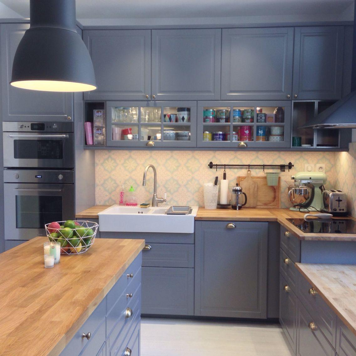 Nouvelle Cuisine Ikea Bodbyn Gris Metod Tendance Scandinave Carreaux De Ciment Bois Mur Craie Domsjo Kitchen Remodel Kitchen Remodel Small Kitchen Design