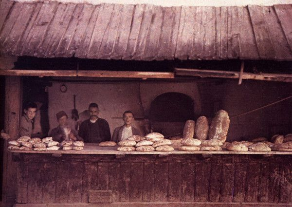 Bakers in Sarajevo, by Auguste Léon (French photographer), 1913