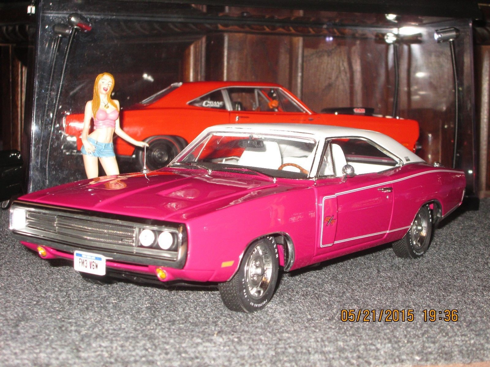 1 18 1970 dodge charger rt se 440 6 pack panther pink rare color by autoworld