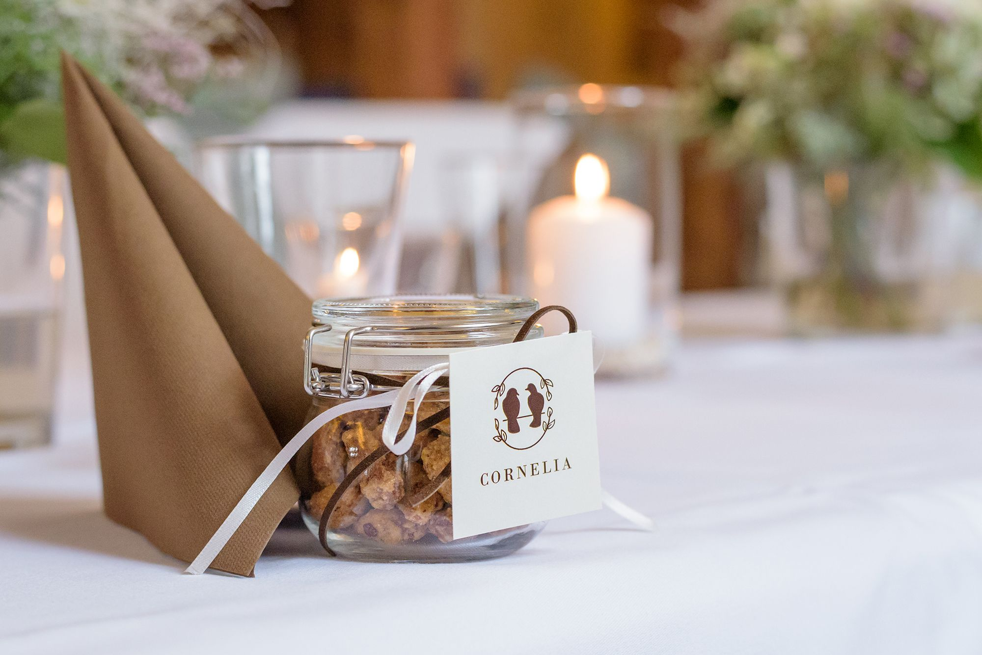 Novemberhochzeit Gastgeschenk Und Tischkarten Zugleich Gefullt Mit Gebrannten Mandeln November Hochzeit Herbsthochzeit Geschenke