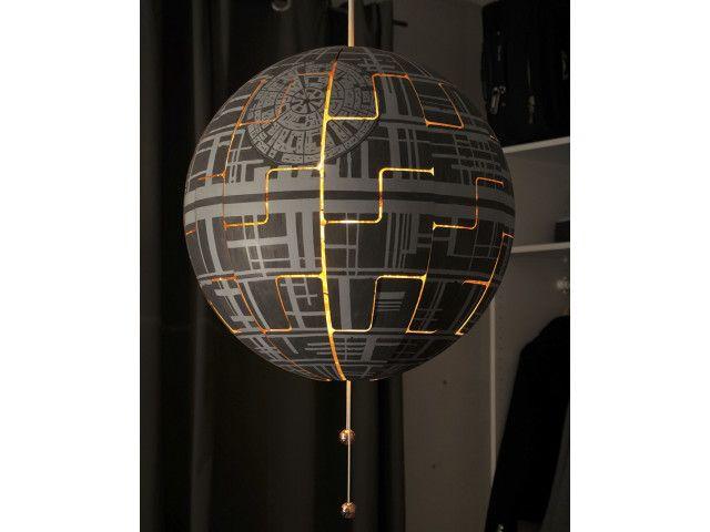 Elle transforme une lampe IKEA en étoile de la mort Star Wars et