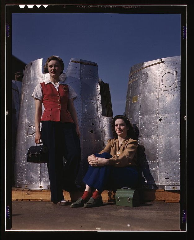 19 Amazing Photos Of Female Riveters During WWII