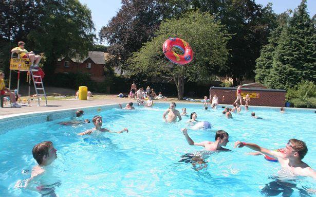 Super splashparks and outdoor pools near birmingham birmingham parenting birmingham parents for Swimming pools birmingham city centre