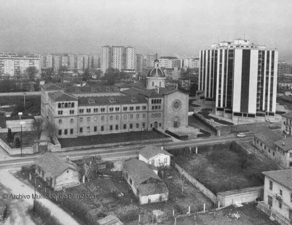 Convento de las Carmelitas Misioneras, en la Avenida de Pío XII. Derribado en 1977. Pamplona.
