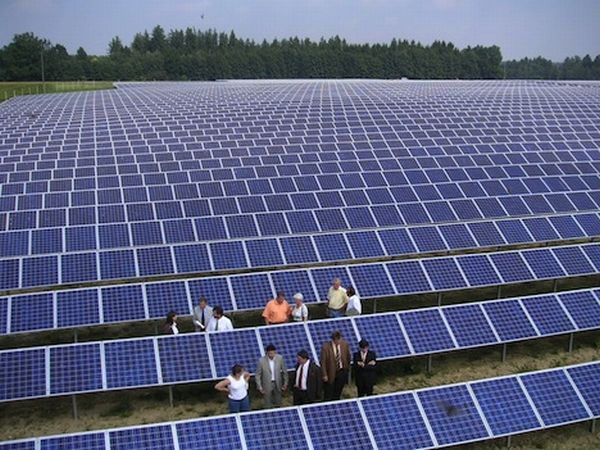 Renewable Energy Could Power The World Within Four Decades Solar Panels Solar Power House Buy Solar Panels
