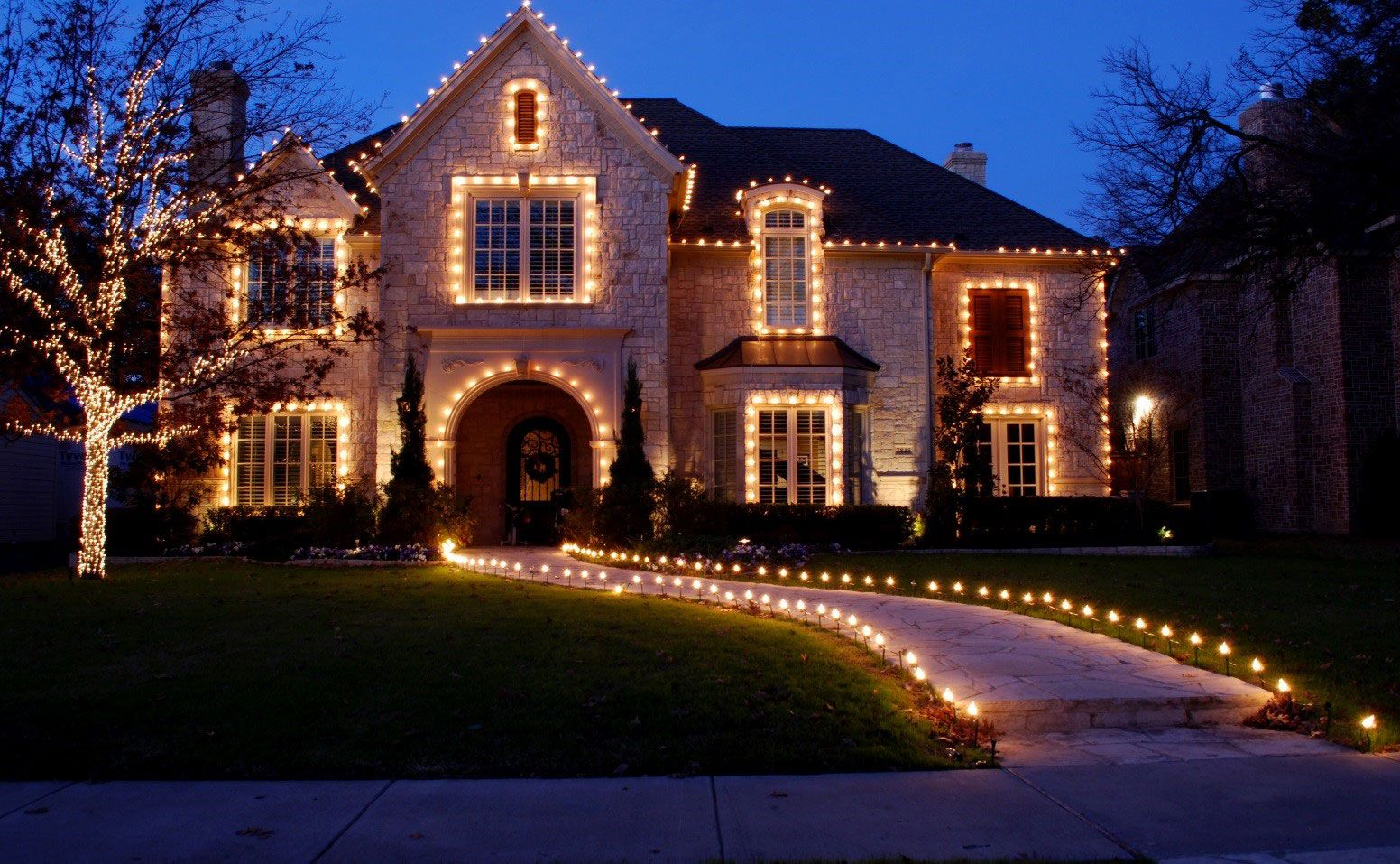 Long Island Houses Christmas Lights 2020 Long Island Christmas Light Installation in 2020 | Exterior