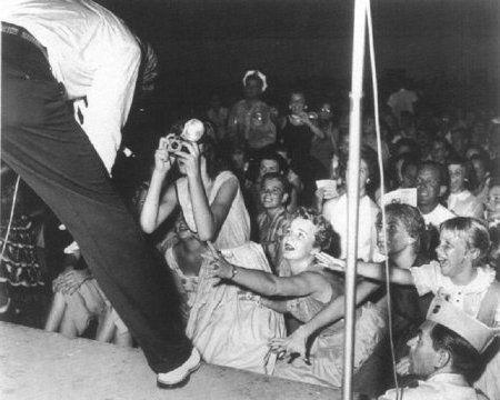 Fort Homer W Hesterly Armory Elvis In Concert Elvis Presley Live Elvis Presley