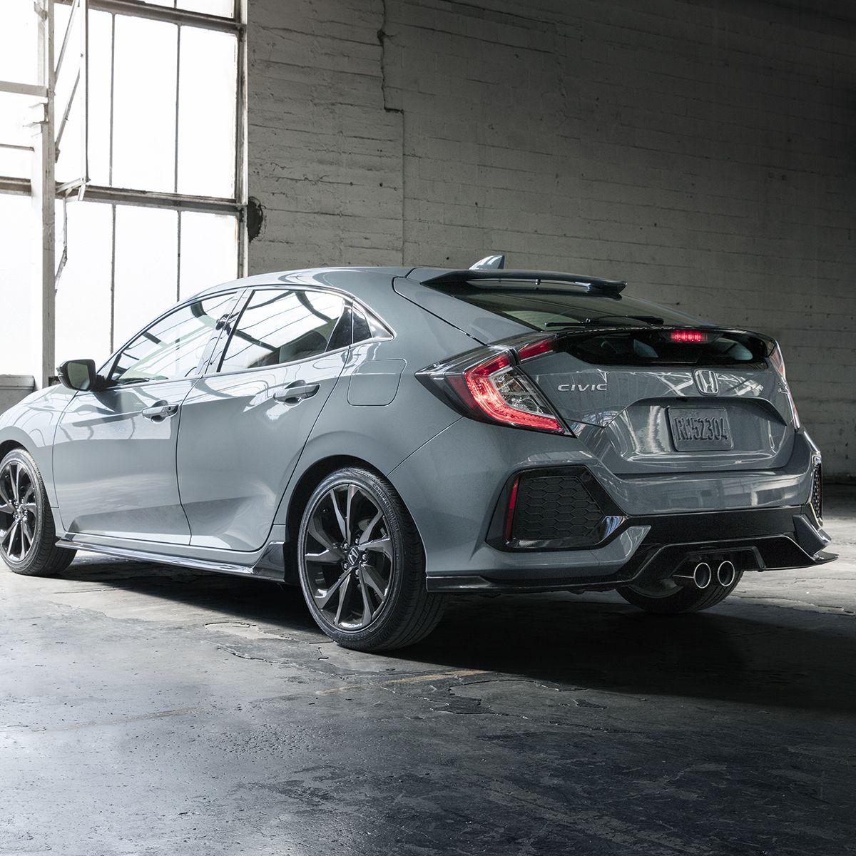 Make a bold entrance with a 2017 Honda Civic Hatchback