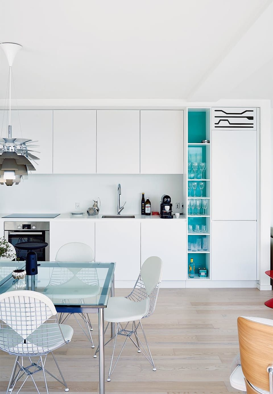 White kitchen with a maritime touch. Simpel and elegant.