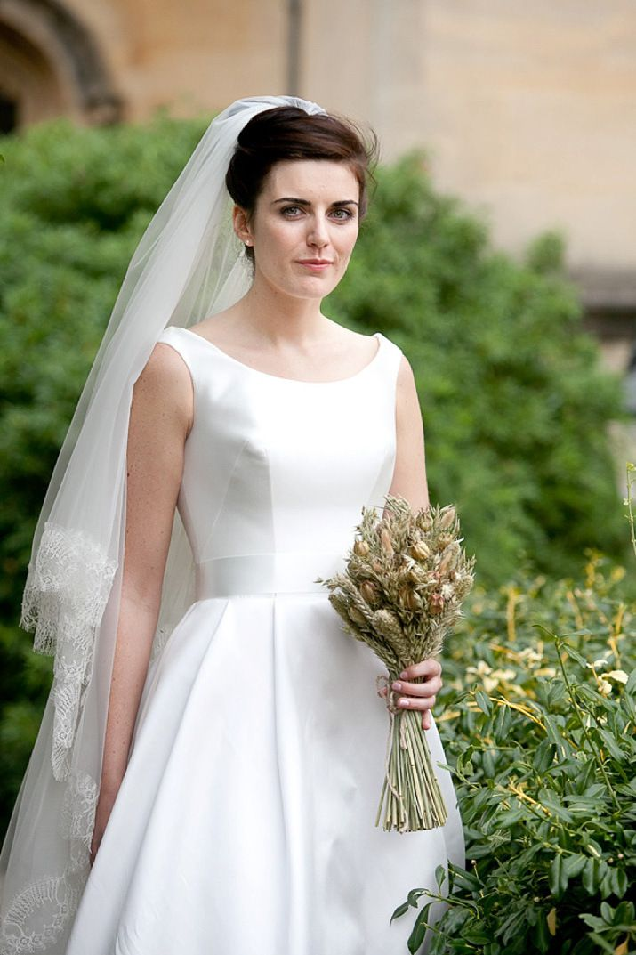 Elegant sleeveless Susan Neville wedding gown | Photography by http://www.rachelmovitzweddings.com/