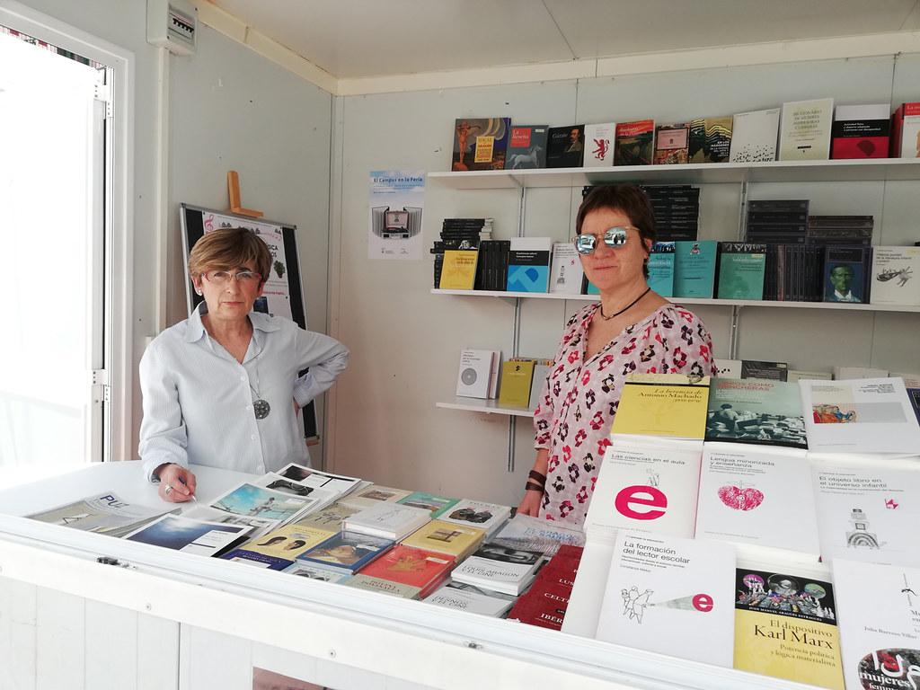 Participación De Las Bibliotecas Del Campus De Huesca Universidad De Zaragoza En La Feria Del Libro De Huesca 2019 R 00883 Lab Coat Coat