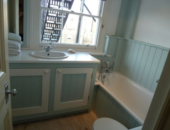 More New England Style Bathrooms