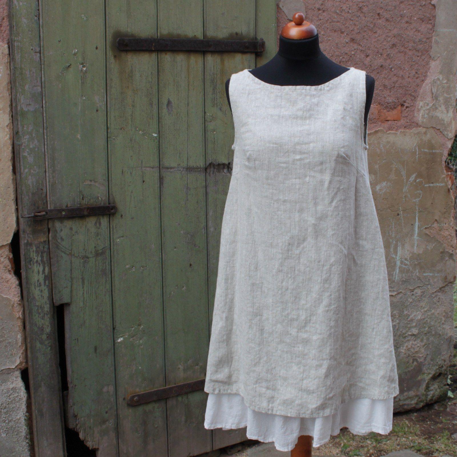 Šaty dámské lněné Lehce romantické minišaty z přírodní látky hrubší  struktury. Áčkový střih a neutrální ef5304214e