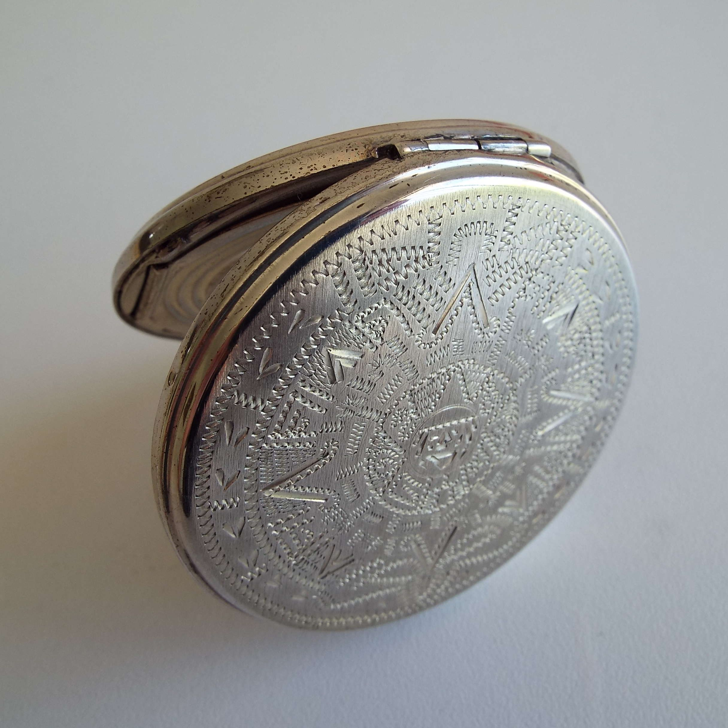 Pin on Compacts, mirrors, powder and snuff boxes