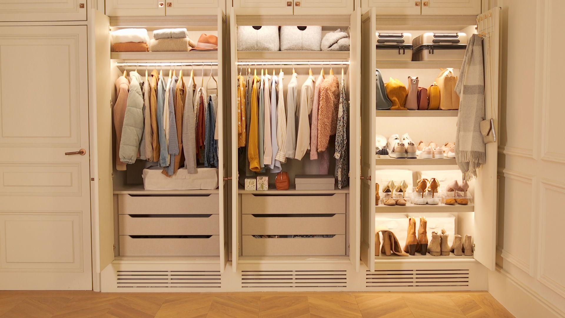 Cómo organizar el armario perfecto según la ropa y su uso