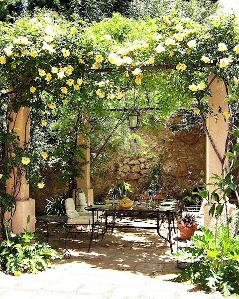 Classic Patio Ideas In Mediterranean Style: Eye Catching Mediterranean Backyard Garden Décor Ideas