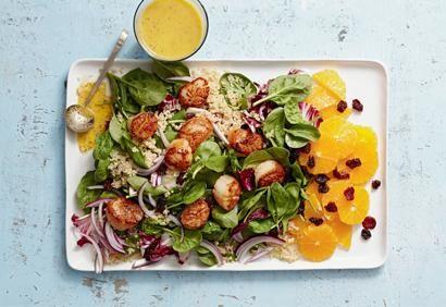 Salade d'épinards à l'orange et aux pétoncles