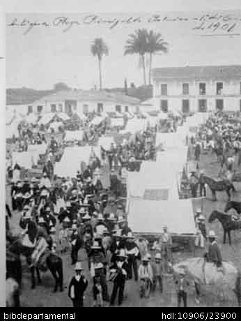 Biblioteca Departamental Jorge Garces Borrero y JAIR CABAL. Plaza de Bolivar en un domingo de mercado, Palmira, C 1905. y 604431. PALMIRA: Biblioteca Departamental Jorge Garces Borrero, 2005. 21X15.