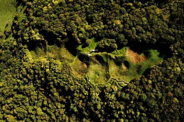 Los paisajes de la Primera Guerra Mundial, 100 años después. Restos de Butte de Vaquois, Francia. Ambos bandos dinamitaron las minas de esta aldea estratégica haciendo volar todo el pueblo. Hoy solo quedan cráteres