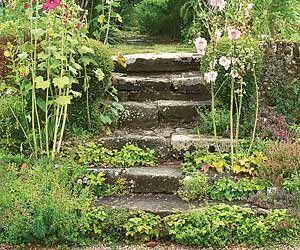 Créer un escalier dans un jardin en pente | Jardin en pente, Bloc ...