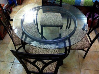 للتبادل أو للبيع طاولة زجاج جميلة جدا مع كراسي حديد شبه جديدة استعمال أشهر قليلة الطاولة قوية وأرضيتها حديد والزجاج Outdoor Decor Home Decor Outdoor Furniture
