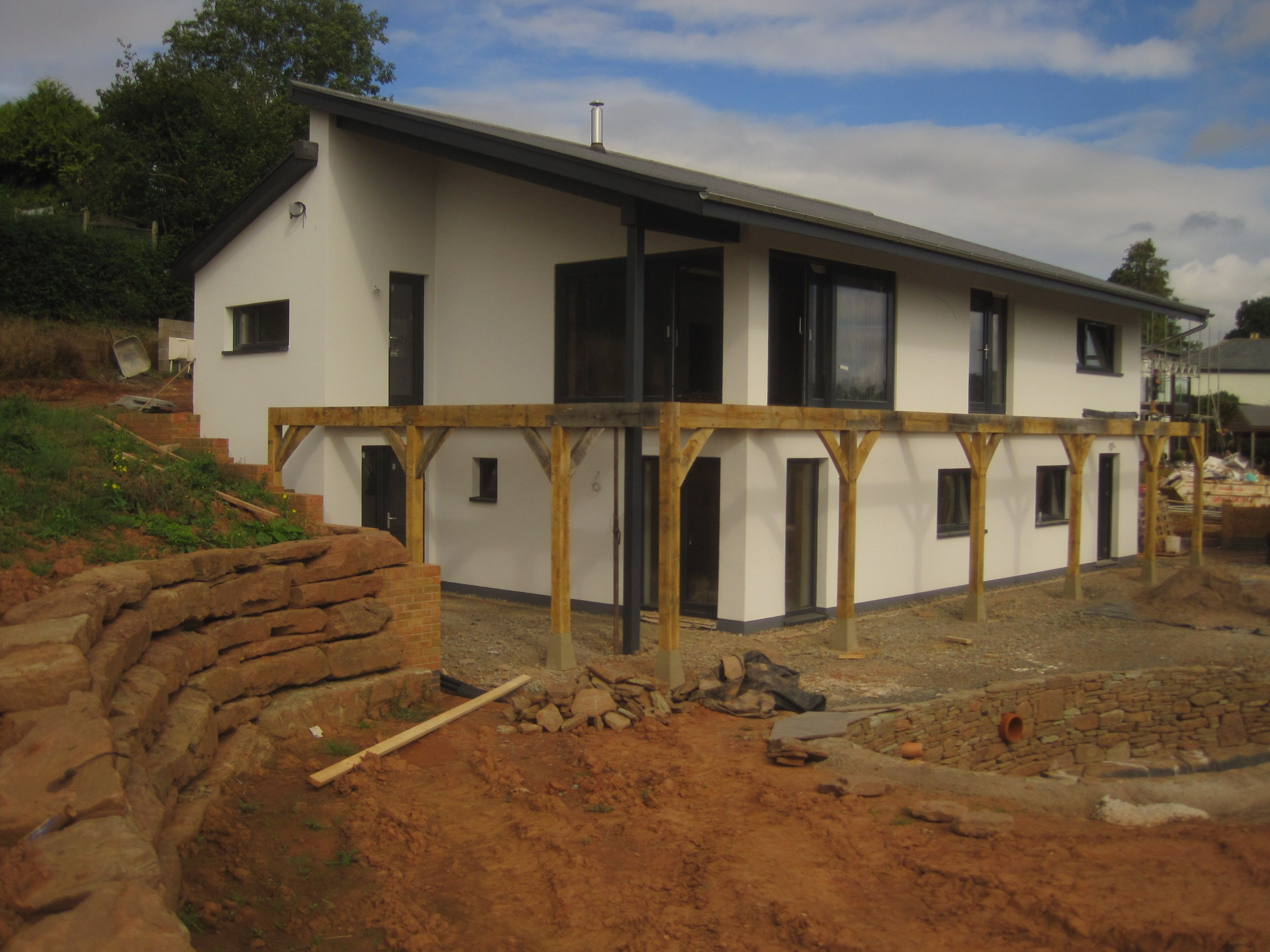 Split Roof Design: Contemporary Split Pitch Roof Design With Lots Of Modern