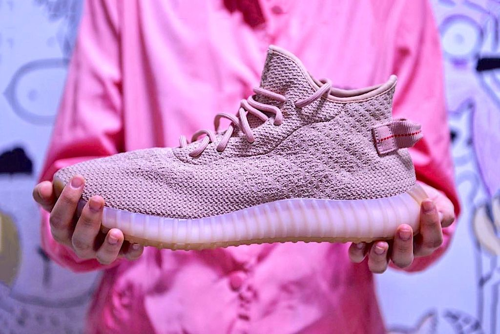 adidas Originals YEEZY BOOST 350 V2 Triple White Pics Emerge