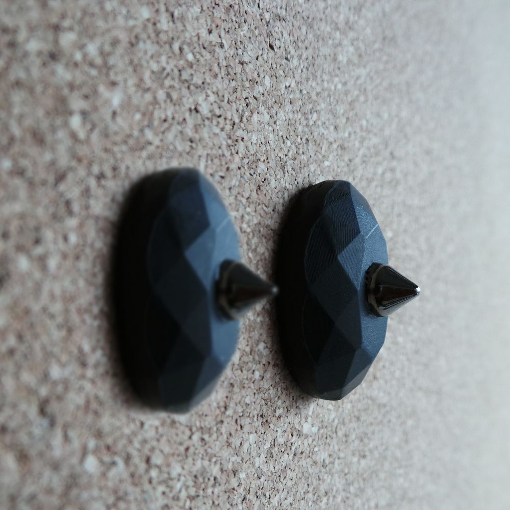 *MADE TO ORDER*Handmade polymer clay earringsBlack clay pendant earrings with metal cone spike and silver plated stud.Matt finishEarring measure 2.5*2 cm.