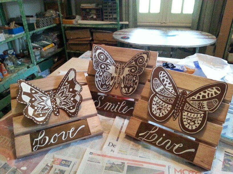 Mariposas pintadas en chapa