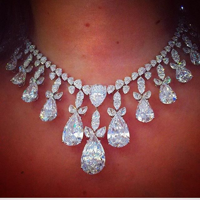 7 Million Dollar Harry Winston Necklace The Fashionistas Diary 19 Cts Center Stone Nearly 130 Carats In To Jewelry Beautiful Necklaces Harry Winston Jewelry