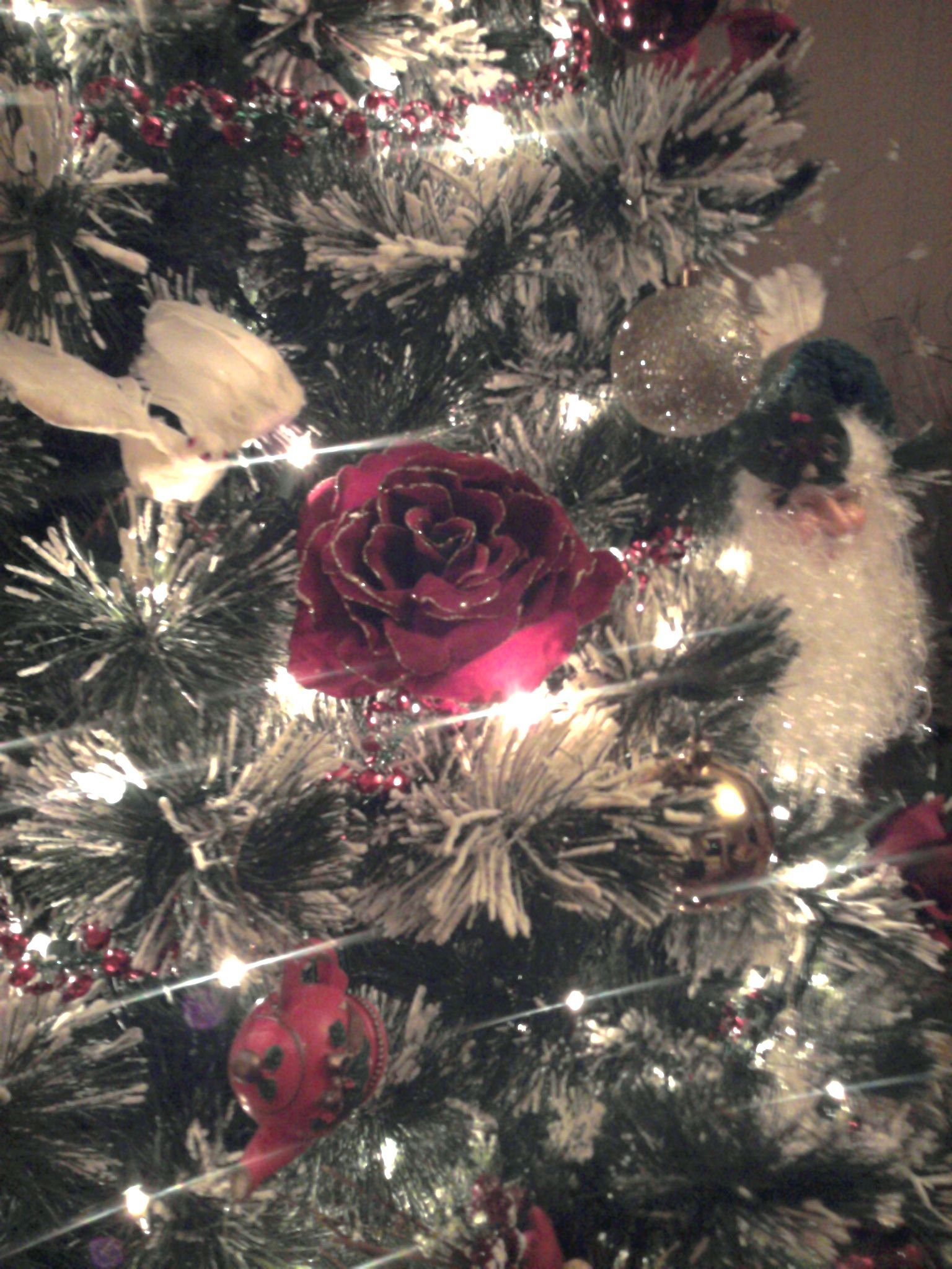 Decorate your Christmas tree with roses and white doves for an elegant look.