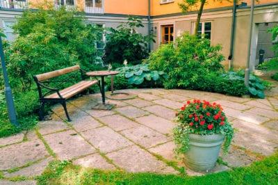 Photo of What Is A Courtyard Garden: How To Create A Courtyard Garden