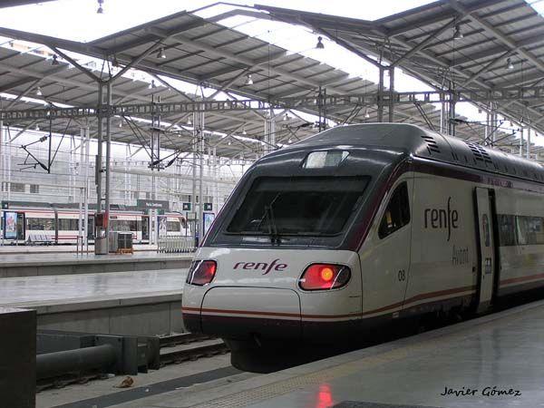 El AVE llegando a la estación Maria Zambrano, en Malaga