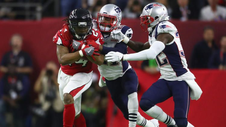 Falcons Running Back Devonta Freeman Breaks Off A Big Run Against The Patriots During The First Half To See More Imag Devonta Freeman Super Bowl Li Super Bowl
