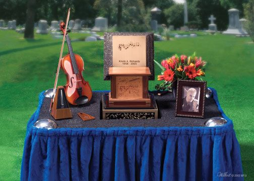 Urns At Graveside In 2020 Cremation Services Funeral Memorial Memorial Service