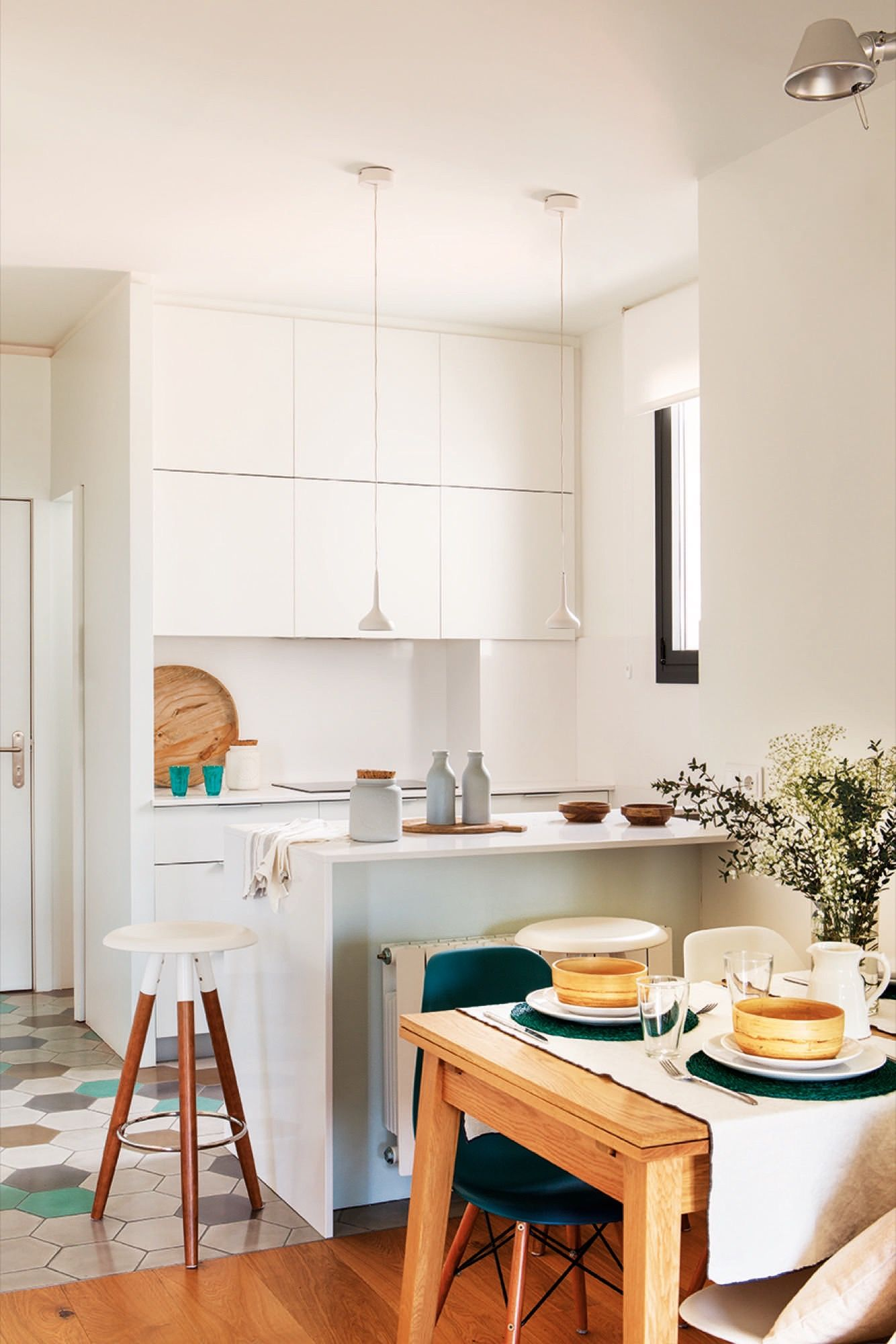 Reforma de un piso de 55 m2 con vistas a Barcelona | Cocinas ...