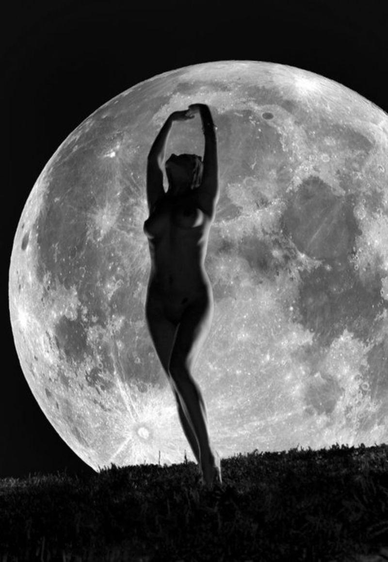skyclad women Skyclad under a full moon
