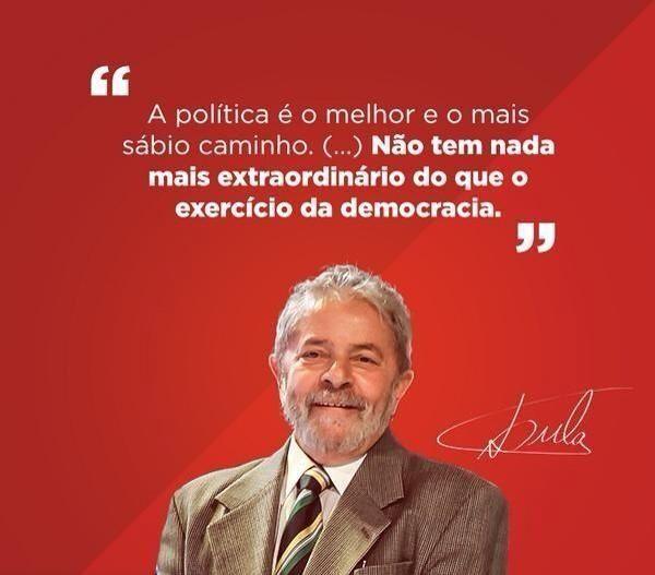"""""""@DrFernandoOrtiz: """"A política é o melhor e o mais sábio caminho""""diz Lula @mluvieira @Jacck13 http://bit.ly/1rqSbR1 pic.twitter.com/8wgetmgxB5"""