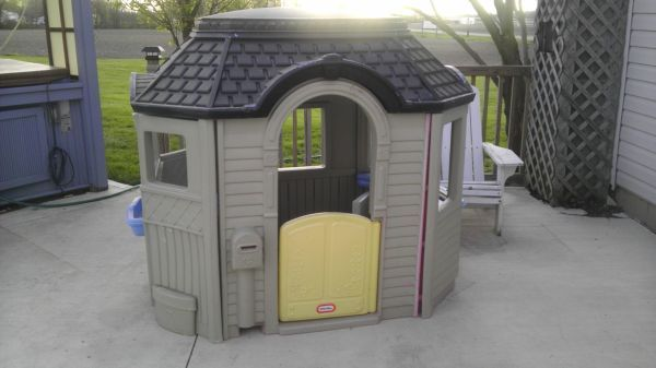 Pin By Tricia Smith On Playhouse Makeover Play Houses Remodel Little Tikes Redo