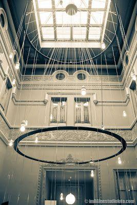 Barcellona, una città in cui tradizione e modernità si fondono. Can Deu è un edificio modernista (stile conosciuto in Italia come Liberty), pieno di dettagli e con un'architettura molto particolare. (..) www.imaginestudiofoto.com