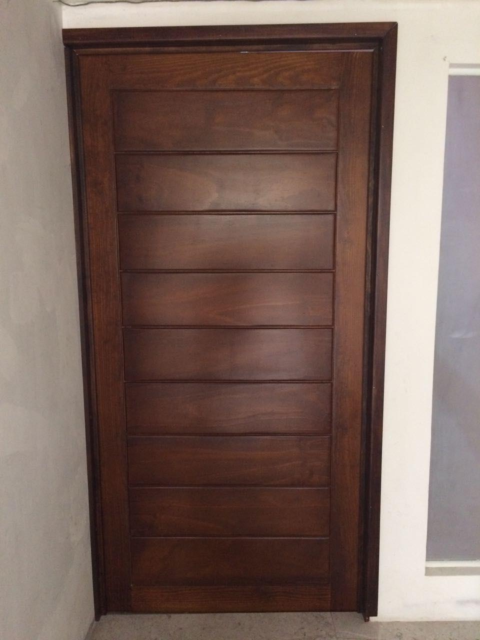 Puerta con marco de madera maciza y tambor de tabletas de pino acabado barniz nogal americano - Marcos de puertas de madera ...