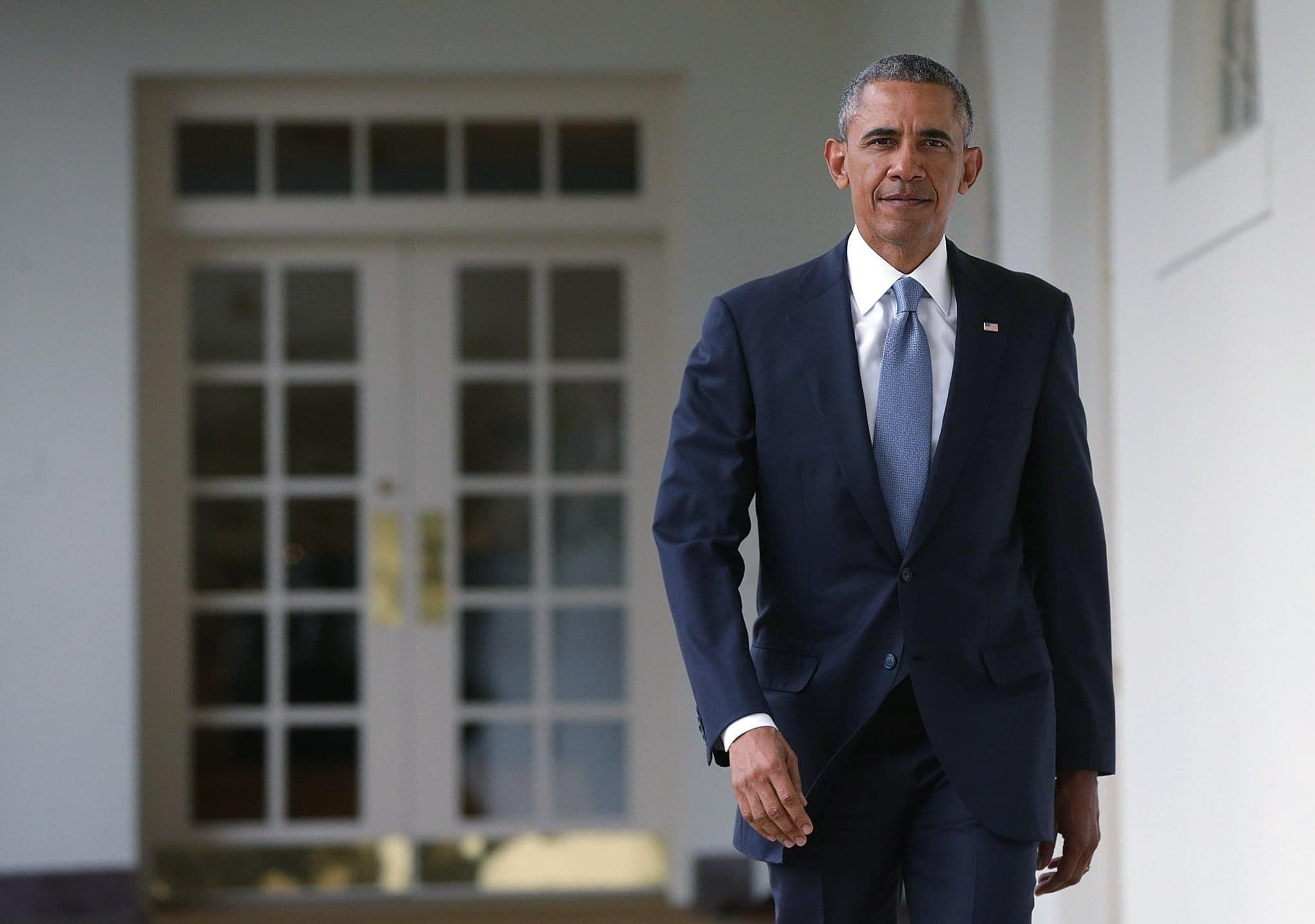He looks dapper in a suit  | Style ideas | Obama speech, Barack