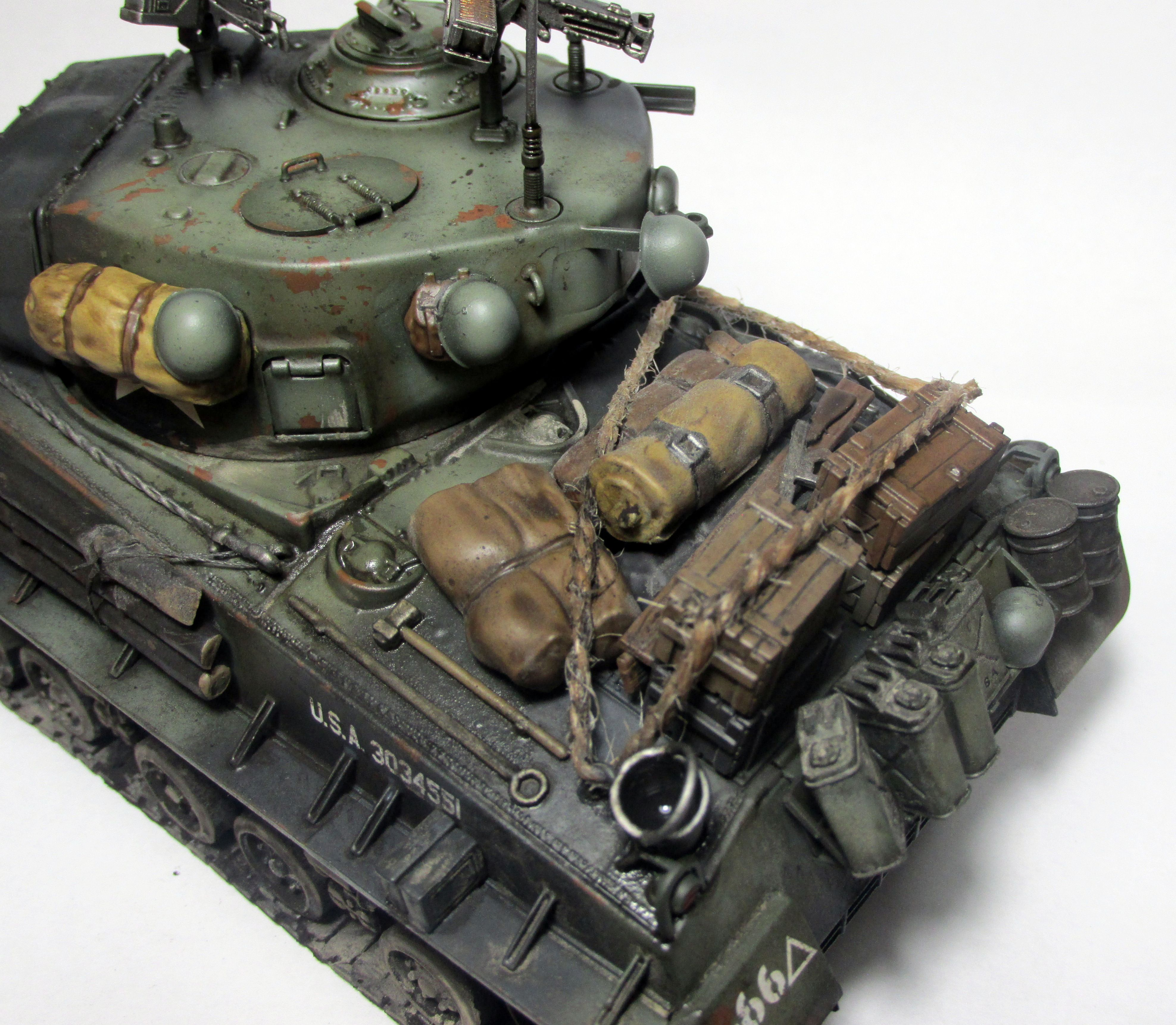 Italeri Sherman M4A3E8 Fury (1:35) | Model making and Painting